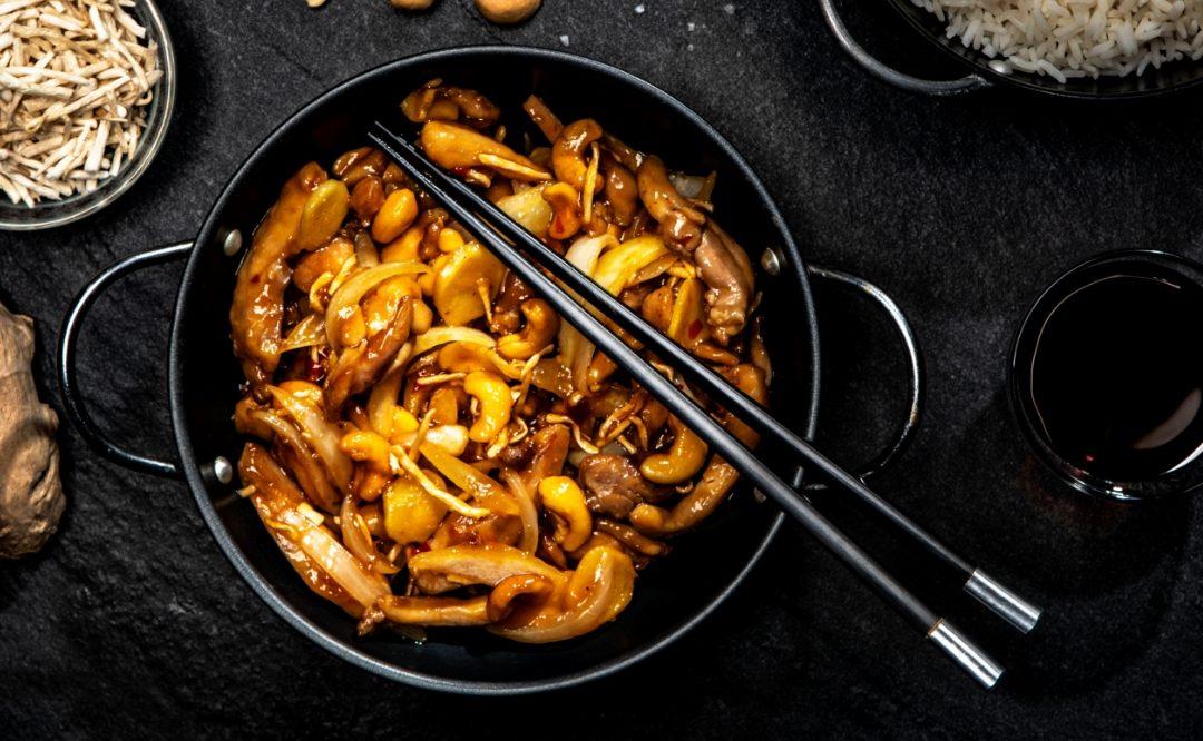 Orzechowy kurczak zkiełkami fasoli Mung