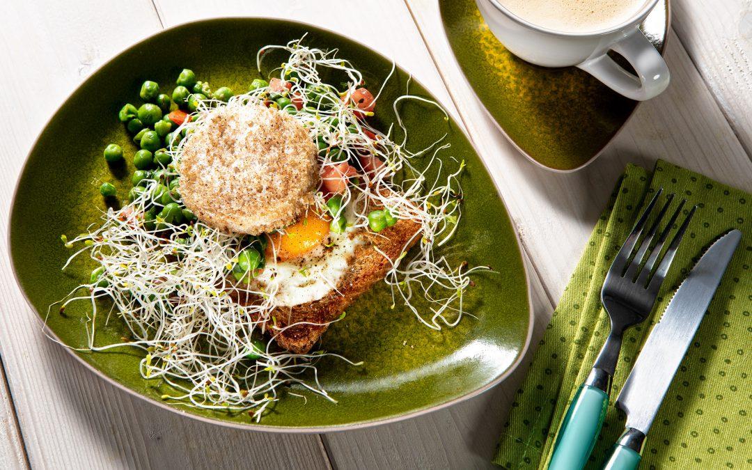 Jajko sadzone wtoście zgroszkiem ikiełkami lucerny