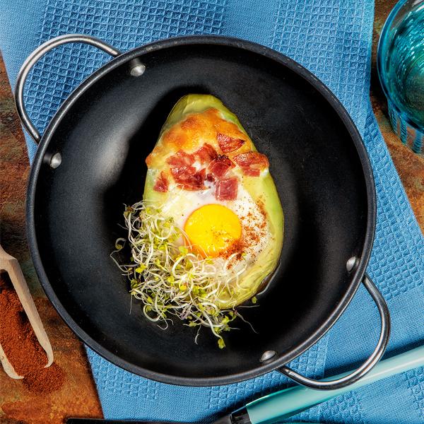 Super efektowne zapiekane jajko wawokado